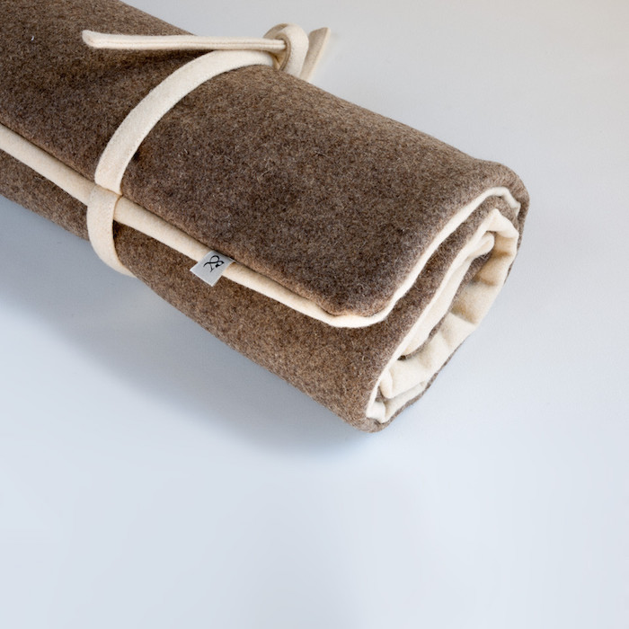 roll_up_wool_dog_travel_bed