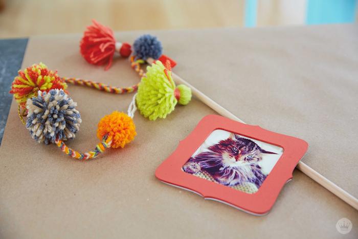 DIY pom pom cat wand