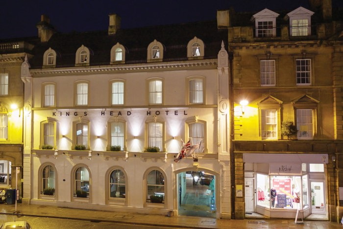 kings head dog friendly hotel cirencester cotswolds