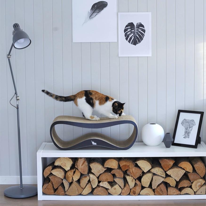 LUI cardboard cat scratcher